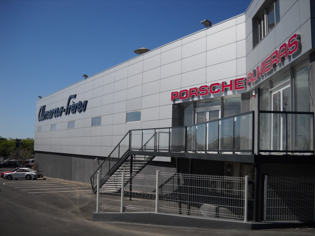2000 m2 dédiés à la passion Porsche !